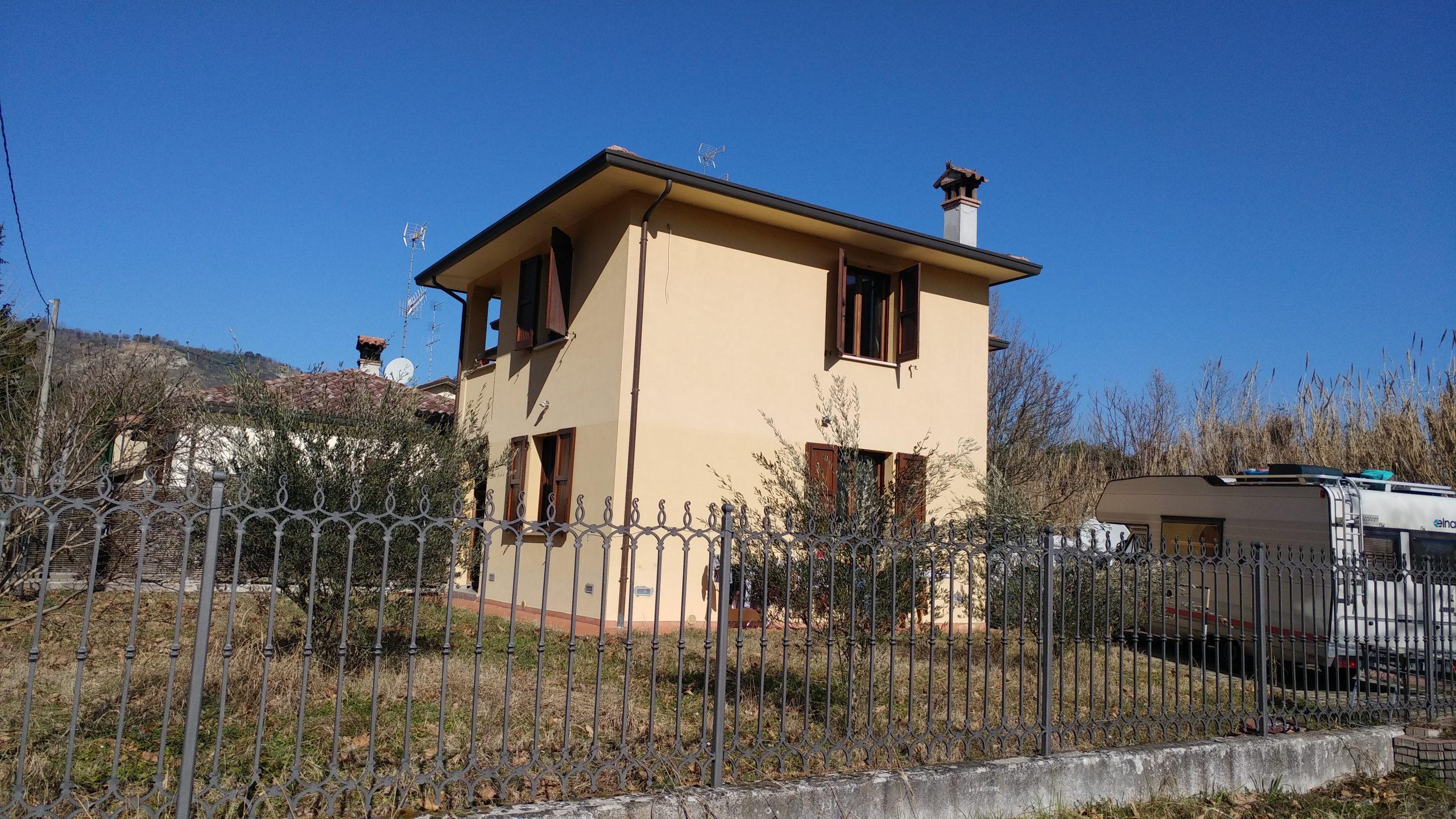 Vendesi casa indipendente con giardino Brisighella