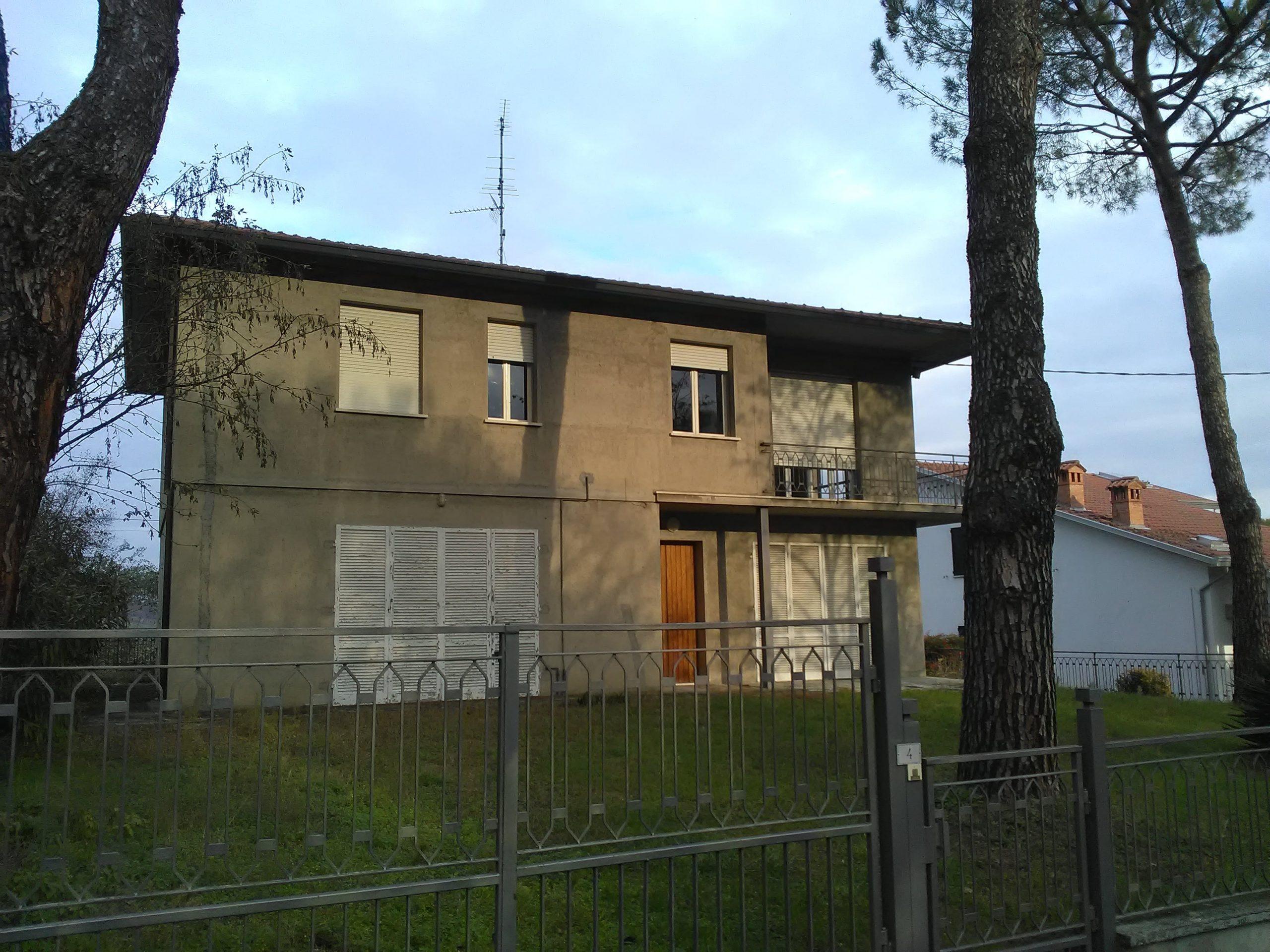 casa indipendente R.Terme € 200.000 interessante