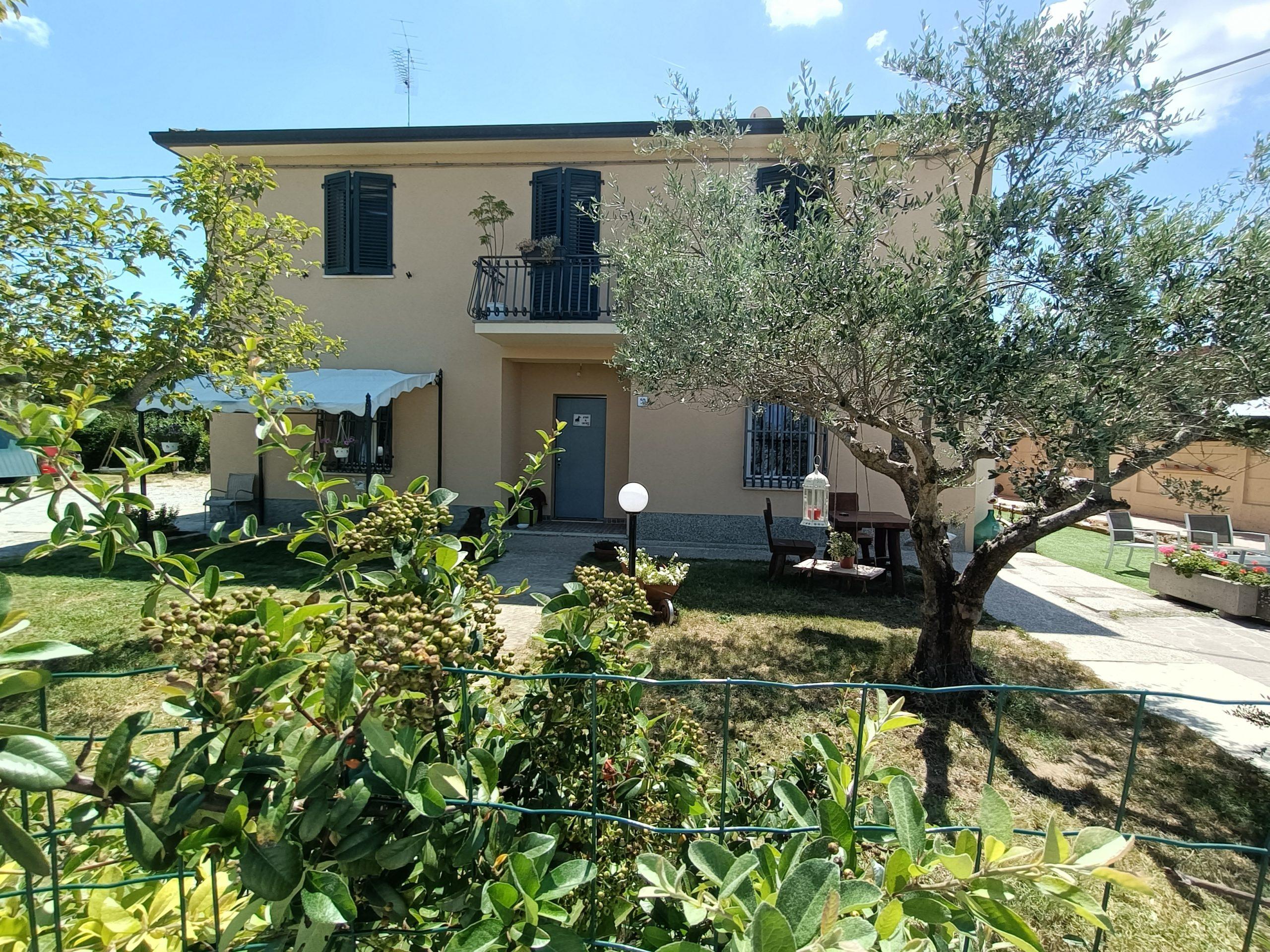 BRISIGHELLA loc. Villa Vezzano casa indipendente con giardino di mq. 800