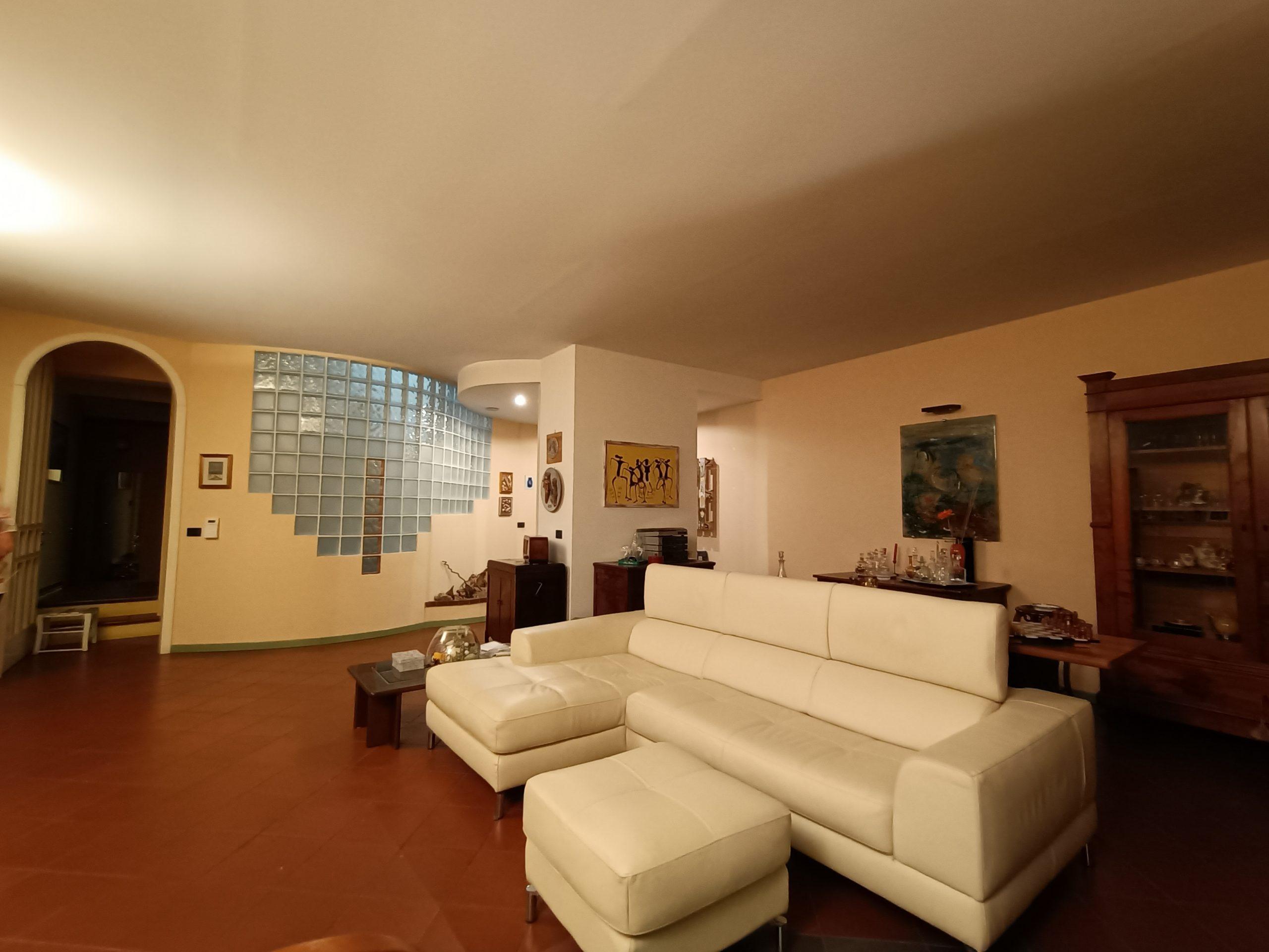 Terra/cielo indipendente con cortile interno € 390000 CastelBolognese